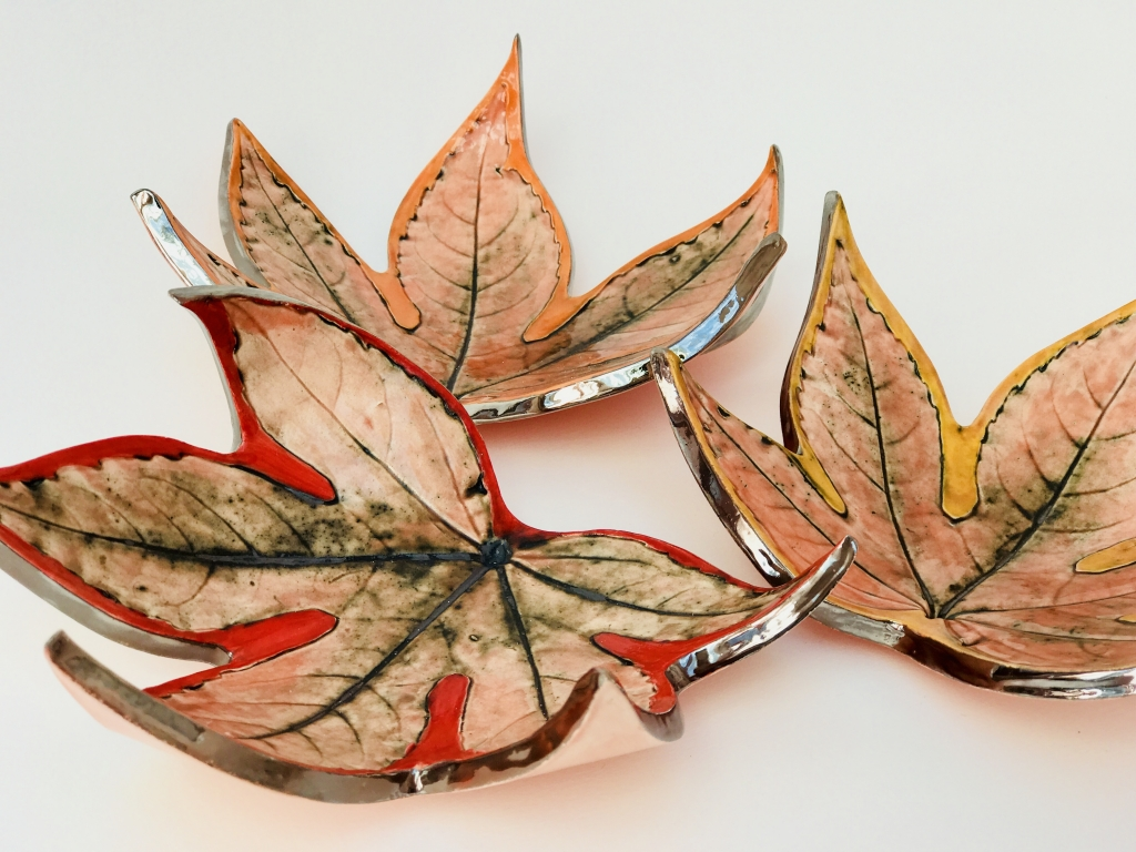 Fatia Leaf Trinket Dishes Edged with Platinum by Ceramics Inspired by Nature