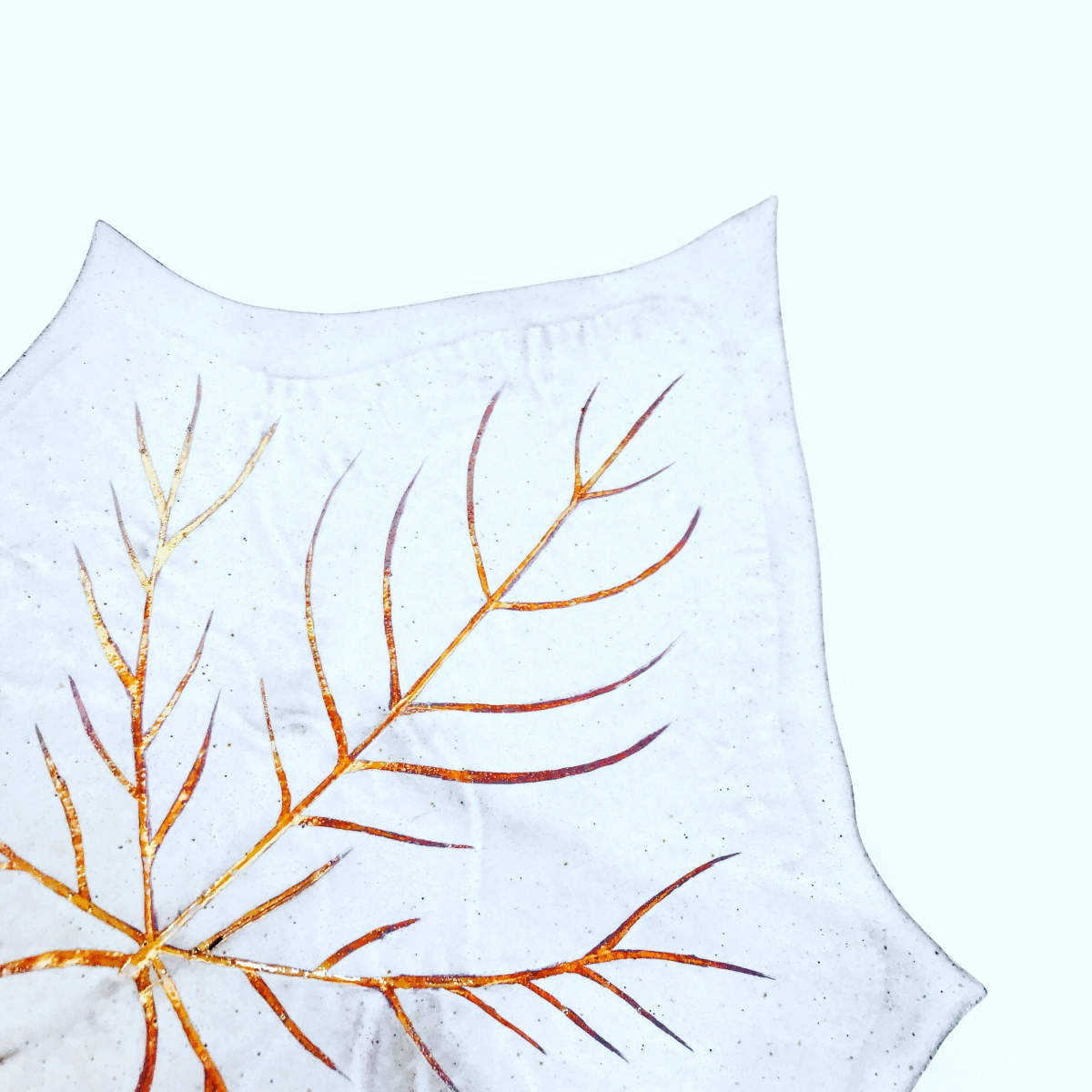 Glory Vine Leaf Serving Platter Gold Lustre Detail